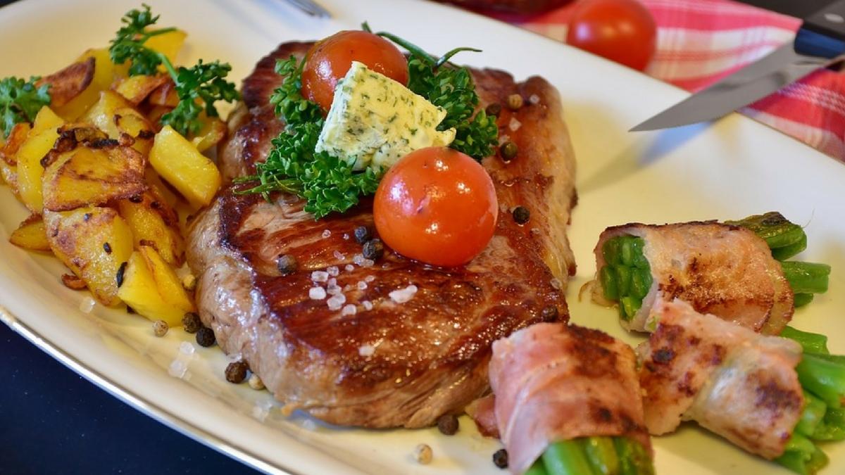 6 secretos para hacer que los filetes de carne dura queden muy blandos